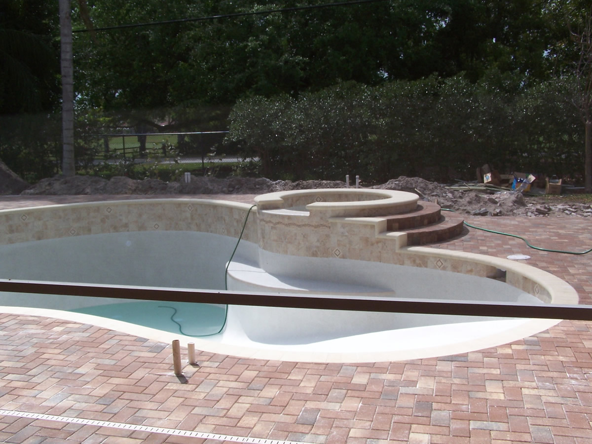 inground-pool-liners-vs-concrete