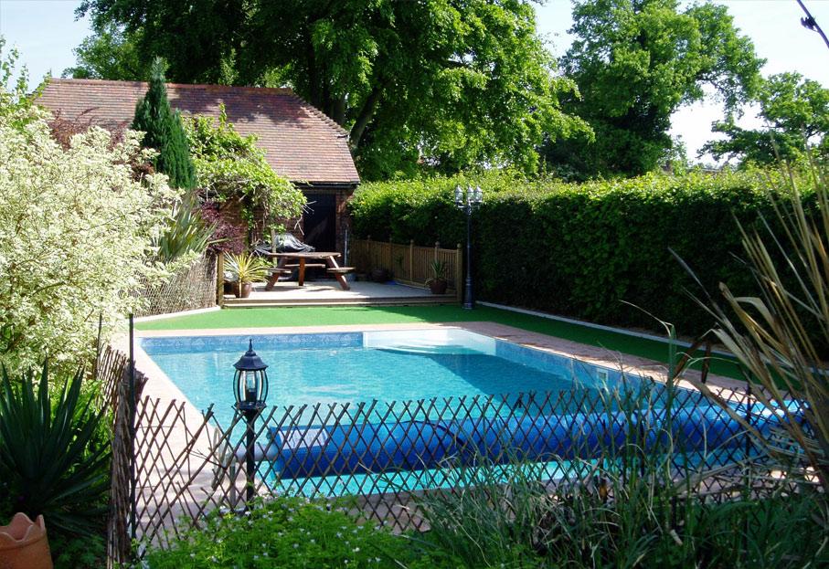 swimming-pool-dealers