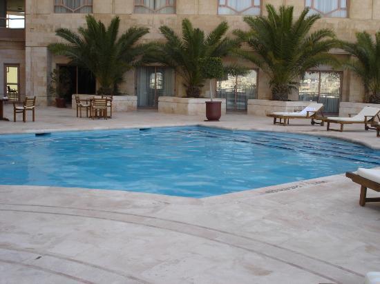 outdoor pool temperature