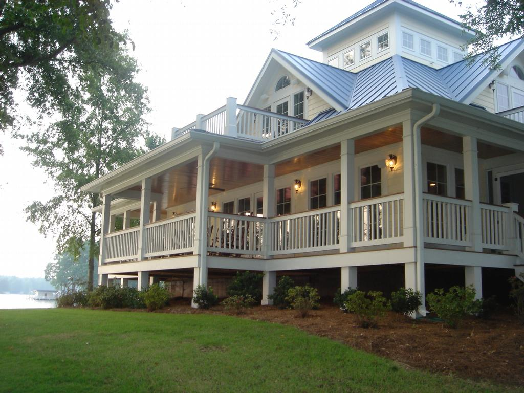 ranch style house with large front porch