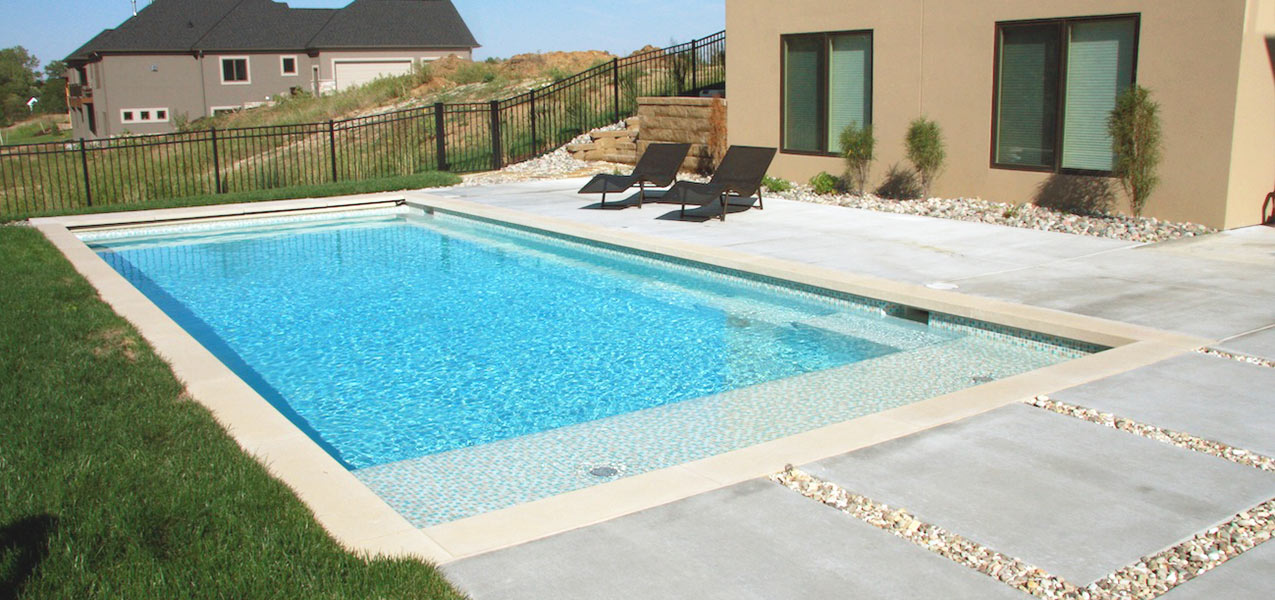 above-ground-pool-and-hot-tub
