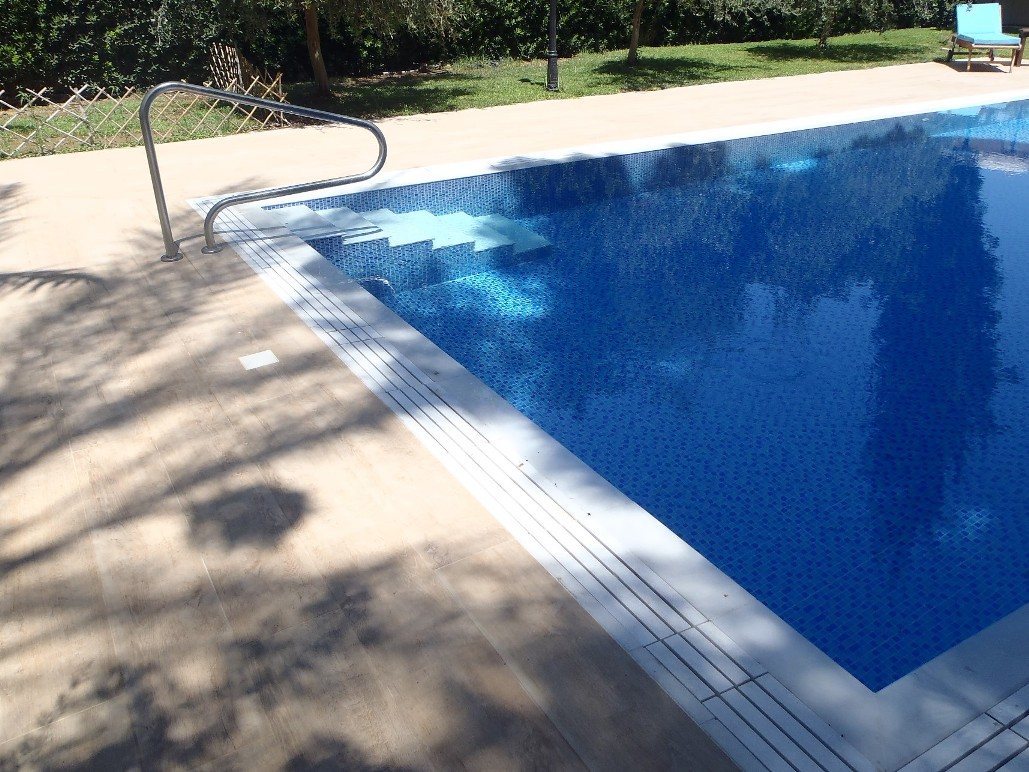 above-ground-pool-lighting