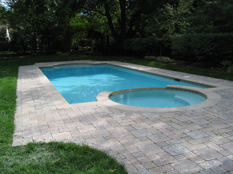 inground-pool-with-pavers